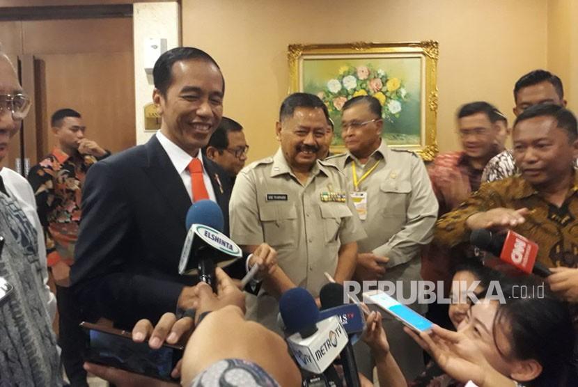 Jokowi Telepon Mahmoud Abbas, Ada Apa?