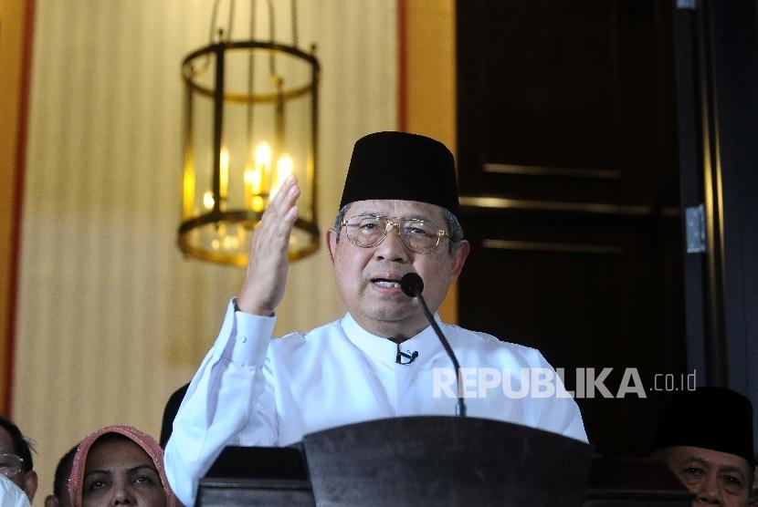 Presiden ke-6 RI Susilo bambang Yudhoyono (SBY) menggelar jumpa pers terkait tudingan Antasari Azhar di kediamannya di Kuningan, Jakarta, Selasa (14/2).