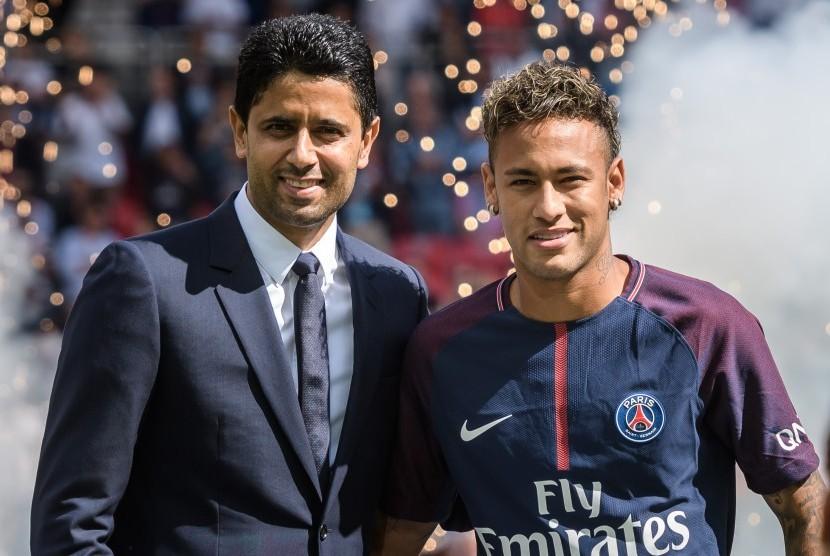 Presiden Paris Saint-Germain Nasser Al-Khelaifi (kiri) dan Neymar Jr.