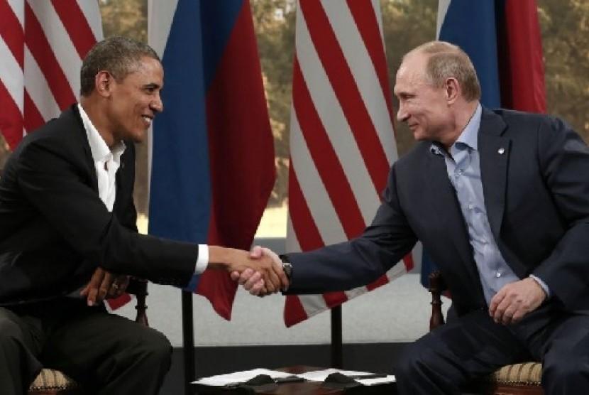 Presiden Rusia Vladimir Putin dan Presiden AS Barack Obama membahas Suriah hari Senin (17/6) di sela-sela pertemuan puncak G8 di Irlandia Utara
