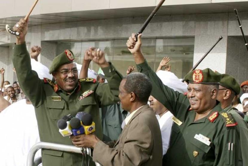 Presiden Sudan Omar al-Bashir (paling kiri)