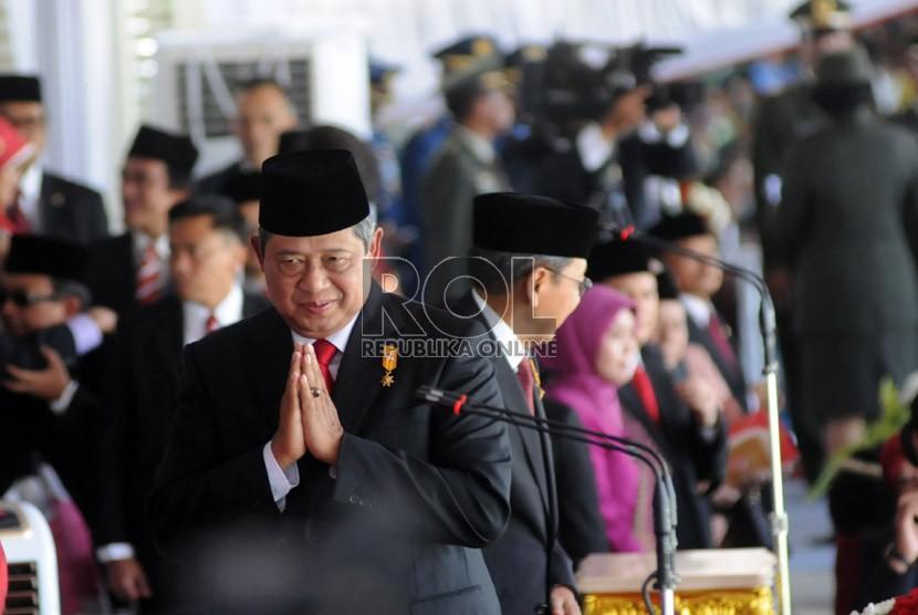Pasukan Pengibar Bendera Pusaka (Paskibraka) dan Paspampres berbaris saat upacara peringatan Kemerdekaan RI ke-68 di Istana Merdeka, Jakarta, Sabtu (17/8). (Republika/Aditya Pradana Putra)