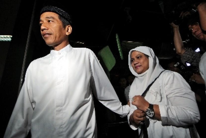 Presiden terpilih Jokowi bersama istrinya, Iriana Widodo.