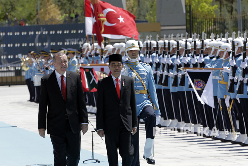 Indonesian President Joko Widodo (right) was greeted with a state ceremony at the Turkey's White Palace, locally known as the Beyaz Saray, by the country's President Recep Tayyip Erdogan.