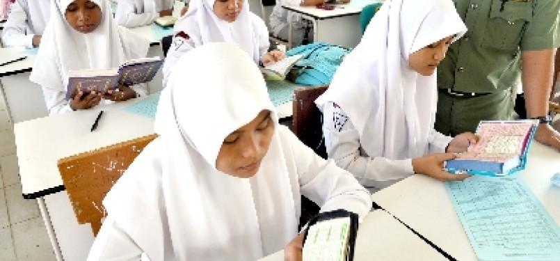 Prestasi siswa madrasah kini tak kalah dengan siswa umum.