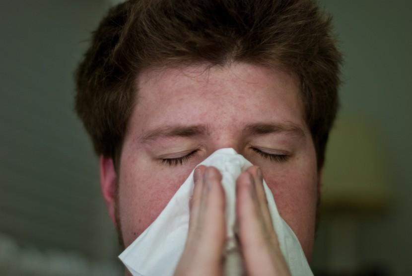 Pria sedang flu