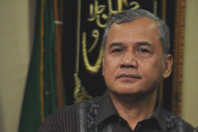 Prof H Dadang Kahmad.