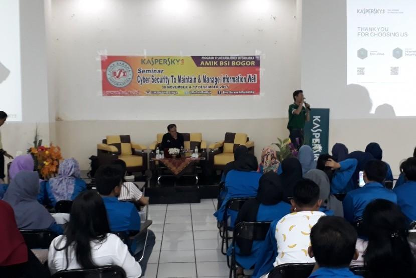 Program Studi Manajemen Informatika AMIK BSI Bogor menggelar seminar cyber security.