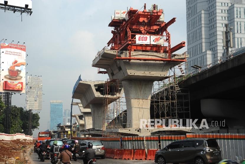 Progres pembangunan fly over di ruas simpang jalan Gatot Subroto Prof Saharjo di kawasan Pancoran, Jakarta, salah satu proyek yang ternyata belum memiliki amdal lalu lintas (ilustrasi)
