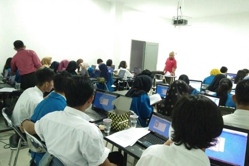 Proses sertifikasi Zahir bagi mahasiswa Prodi Komputerisasi Akuntansi AMIK BSI Pontianak.