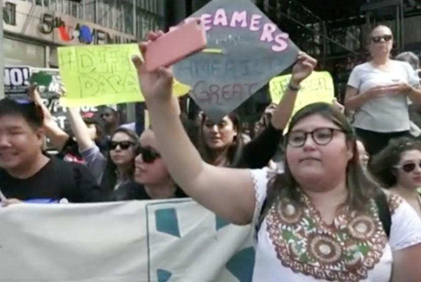 Protes terkait pembatalan program perlindungan imigran di AS