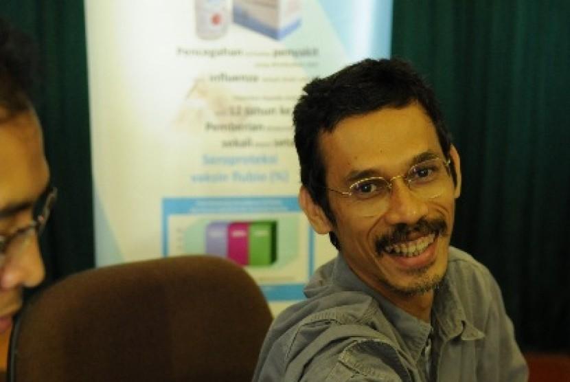 PT Bio Farma (Persero) memberikan vaksin kepada wartawan di sela-sela kegiatan pasar murah.