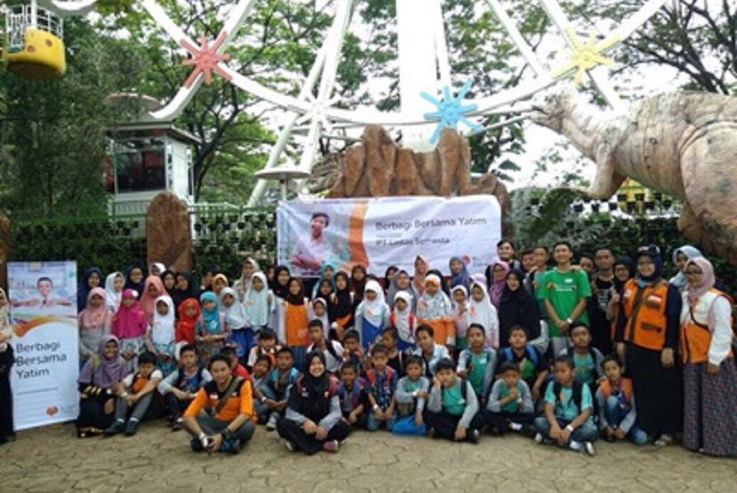 PT Lintas Semesta menggandeng Rumah Zakat menggelar program Berbagi Bersama Yatim.