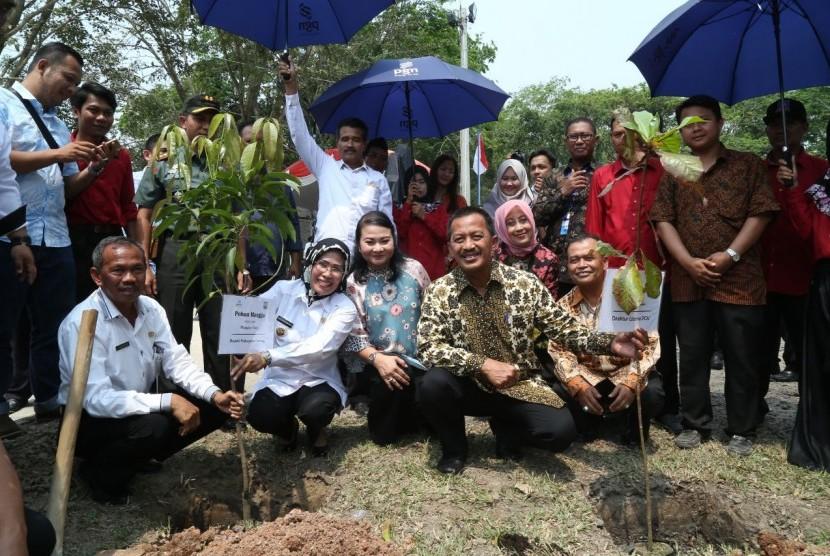 PT Perusahaan Gas Negara (Persero) Tbk (PGN) membangun Jembatan Kali Cibeureum di Desa Pasir Buyut dan revitalisasi Situ Tasikardi di Kramatwatu, Serang, Banten