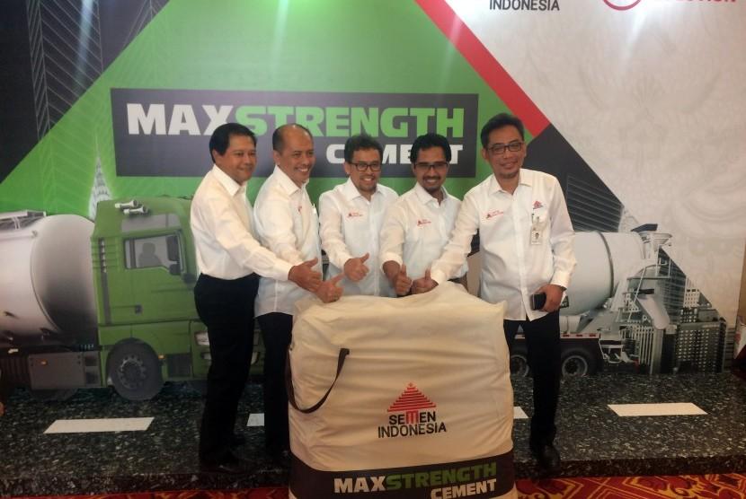 PT Semen Indonesia (Persero) Tbk meluncurkan produk varian semen baru dengan merek MAXSTRENGTH Cement, Rabu (30/8).