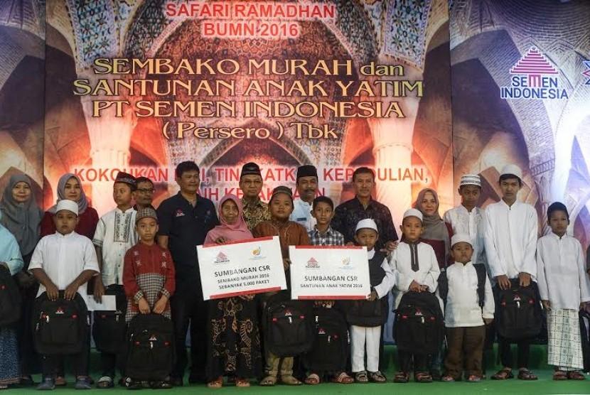 PT Semen Indonesia salurkan sembako dan santunan anak yatim