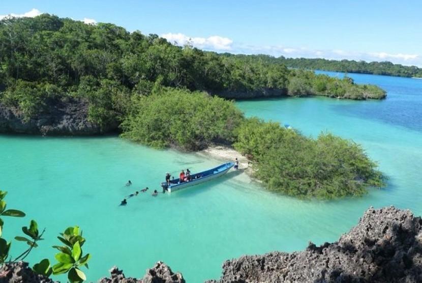 Menyibak Potensi dan Ancaman Wisata Bahari Pulau Bair