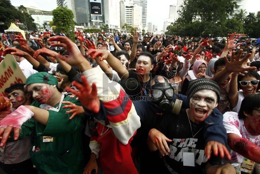 Ratusan Zombi Long March dari Bandung ke Jakarta