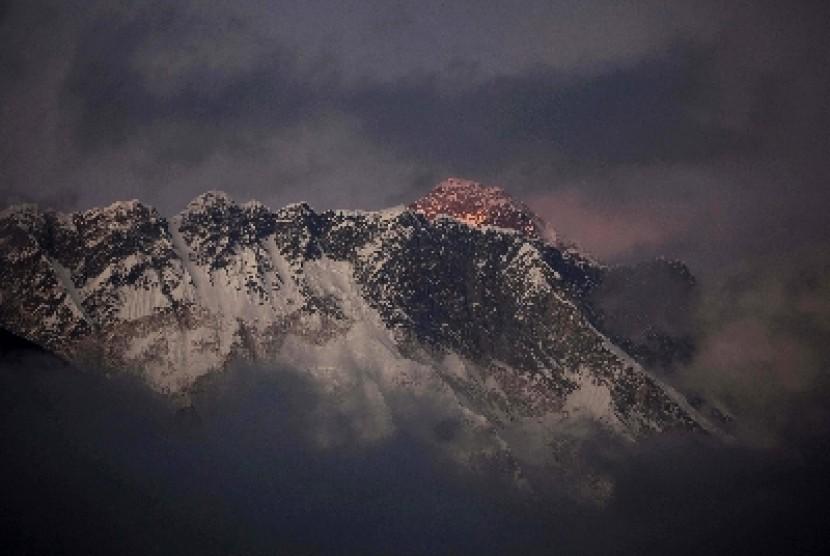 Puncak Gunung Everest.