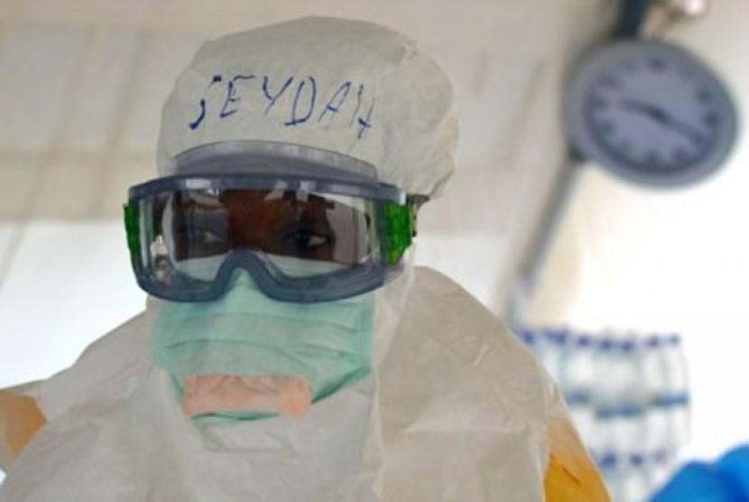 Pusat pengobatan pasien Ebola yang didanai pemerintah Australia akan resmi digunakan kemarin malam.