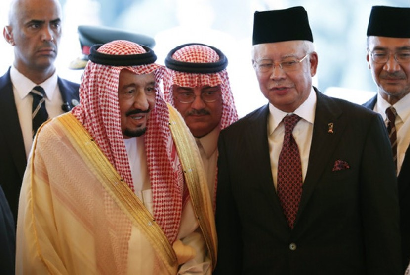 King Salman of Saudi Arabia (left) with Malaysia Prime Minister Najib Razak (right) at Kuala Lumpur, Malaysia, February 2017.