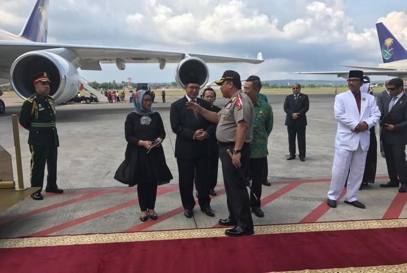 Raja Salman dilepas Menlu dan Menag meninggalkan Bali menuju Haneda, Jepang. Berangkat dari Bandara Ngurah Rai Bali pukul 11.00 WITA