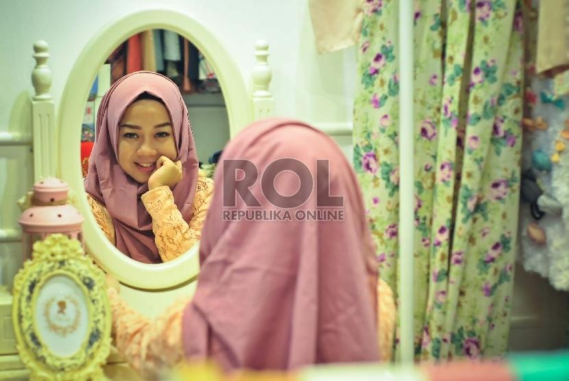 Rambut yang tertutup jilbab juga harus selalu dirawat agar terjaga kesehatannya.