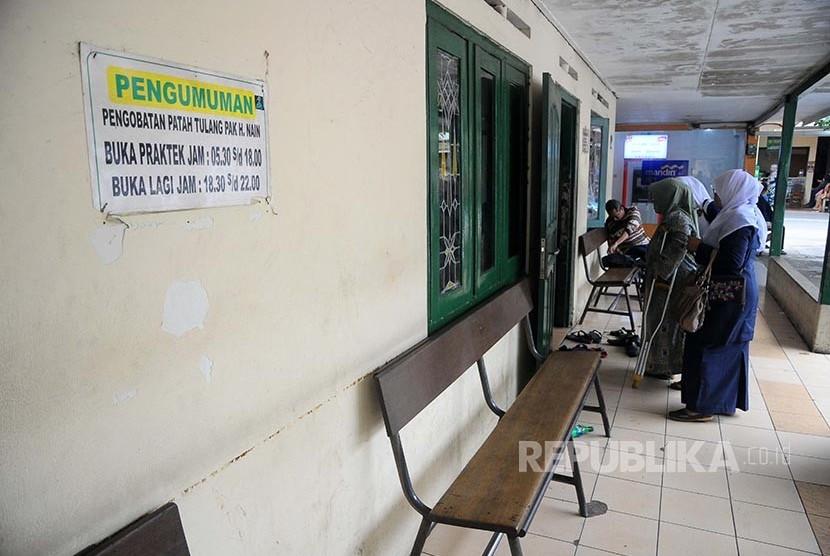 RANA: Suasana lokasi pengobatan pijat patah tulang Haji Na'im.