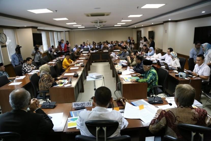 Rapat kerja Tim Anggaran Komite I, II,III,IV dengan Menteri Keuangan Sri Mulyani dan kementerian PPN, di komplek parlemen, Rabu (21/6).