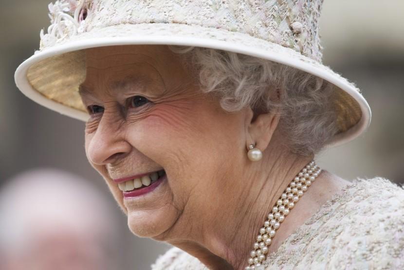 Ratu Elizabeth Hanya Bawa Uang Tunai di Hari Ahad