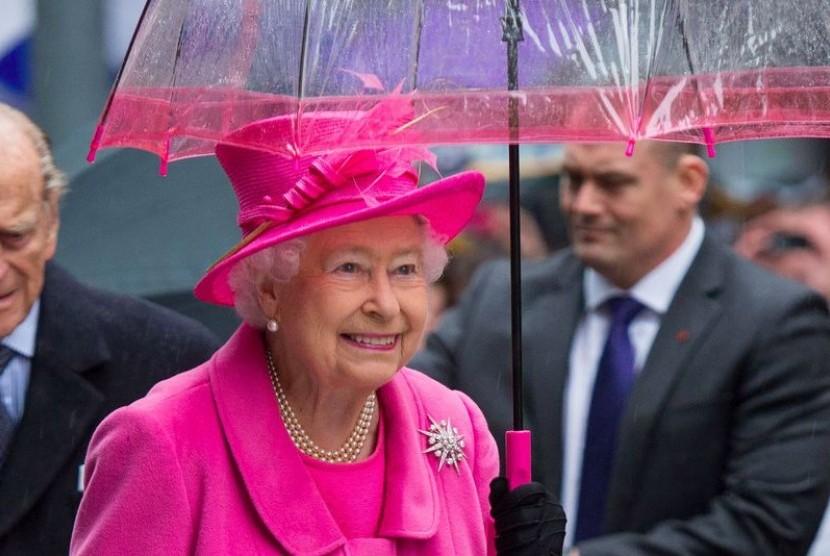Hadiah Buku Batik untuk HUT ke-90 Ratu Elizabeth