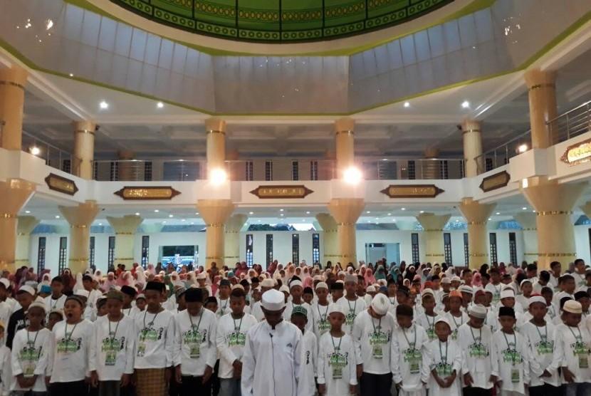 Ratusan Anak-Anak Fakfak, Papua Barat pun mengikuti shalat berjamaah (Ilustrasi)