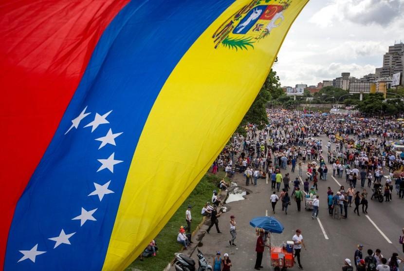Ratusan orang menggelar aksi damai di berbagai kota di Venezuela sebagai bentuk protes terhadap pemerintahan Presiden Nicolas Maduro.