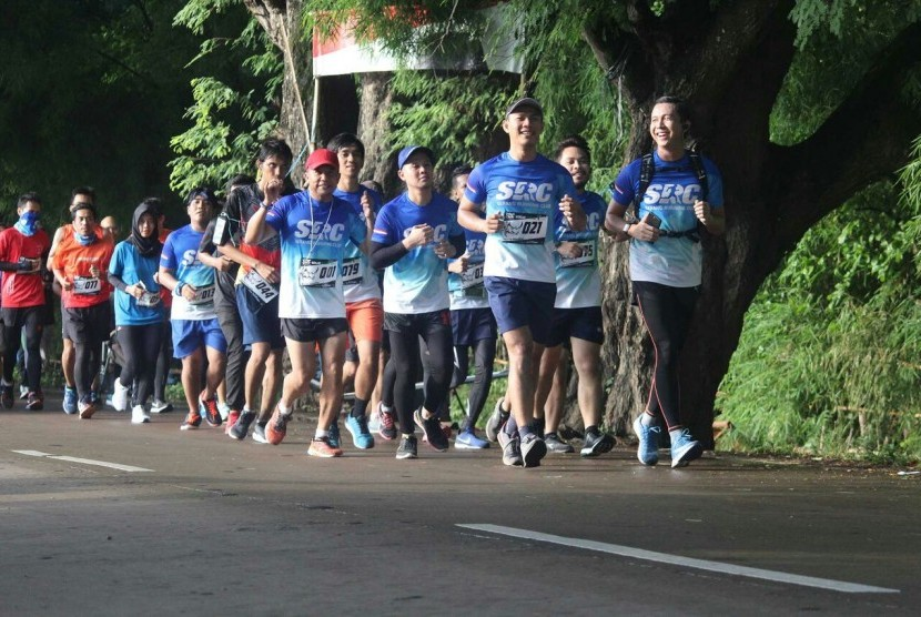 Ratusan pelari mengikuti Run for Education kerjasama antara Dompet Dhuafa dengan Serang Running Club (SRC) di Banten. Acara ini kampanye sekaligus penggalangan donasi untuk pendidikan anak-anak di Serang, Banten, Ahad (11/2).