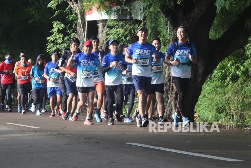 Ratusan pelari terlibat dalam kegiatan Berlari, Berbagi #RunforEducation yang diselenggarakan Dompet Dhuafa Banten dan Serang Running Club (SRC), Ahad (11/2).