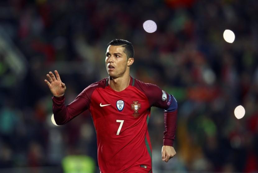 Reaksi Cristiano Ronaldo pada laga kualifikasi Piala Dunia 2018 lawan Latvia di stadion Algarve, Senin (14/11) dini hari WIB. Ronaldo mencetak dua gol pada laga ini.