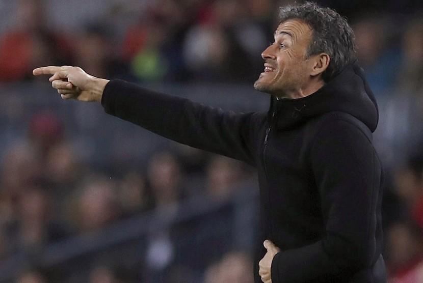 Reaksi pelatih Barcelona, Luis Enrique pada laga La Liga lawan Celta Vigo di Camp Nou, Ahad (5/3) dini hari WIB. Barca menang telak 5-0.