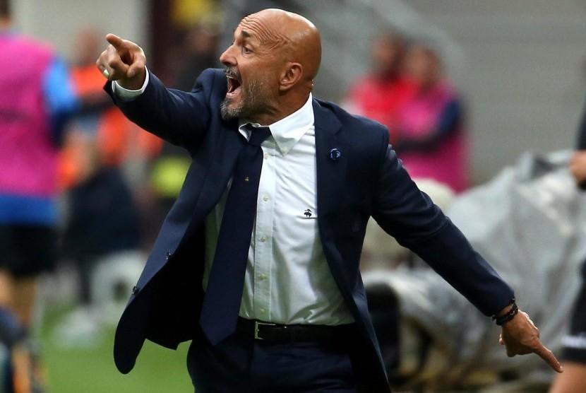 Reaksi pelatih Inter Milan, Luciano Spalletti pada laga Serie A lawan SPAL di Giuseppe Meazza, Ahad (10/9).
