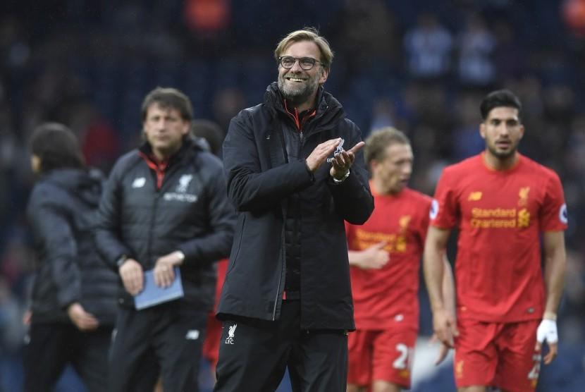 Reaksi pelatih Liverpool, Juergen Klopp seusai laga Liga Primer lawan West Bromwich ALbion di stadion the Hawthorns, Ahad (16/4). Liverpool menang 1-0.