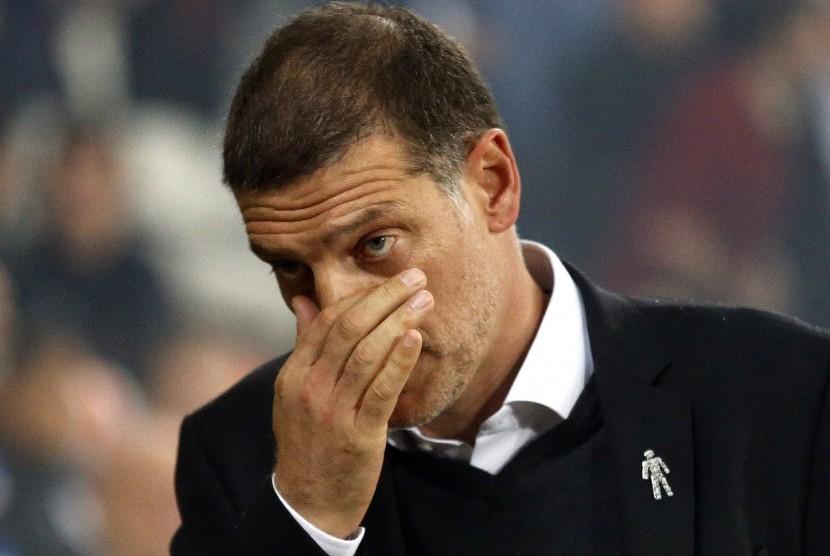 Reaksi pelatih West Ham United, Slaven Bilic pada laga Liga Primer Inggris lawan Huddersfield, di Stadion London, Senin (11/9). West Ham menang 2-0.