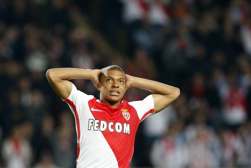 Reaksi striker AS Monaco, Kylian Mbappe pada laga Liga Champions lawan Manchester City di Stade Louis II, Kamis (16/3) dini hari WIB. Mbappe menjadi pemain termuda yang mencetak dua gol di Liga Champions.