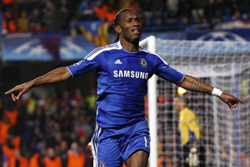 Reaksi striker Chelsea Didier Drogba setelah mencetak gol melawan Barcelona saat laga pertama semifinal Liga Champion di Stanford Bridge di London, Kamis (19/4) dinihari WIB. (AP Photo/Matt Dunham)