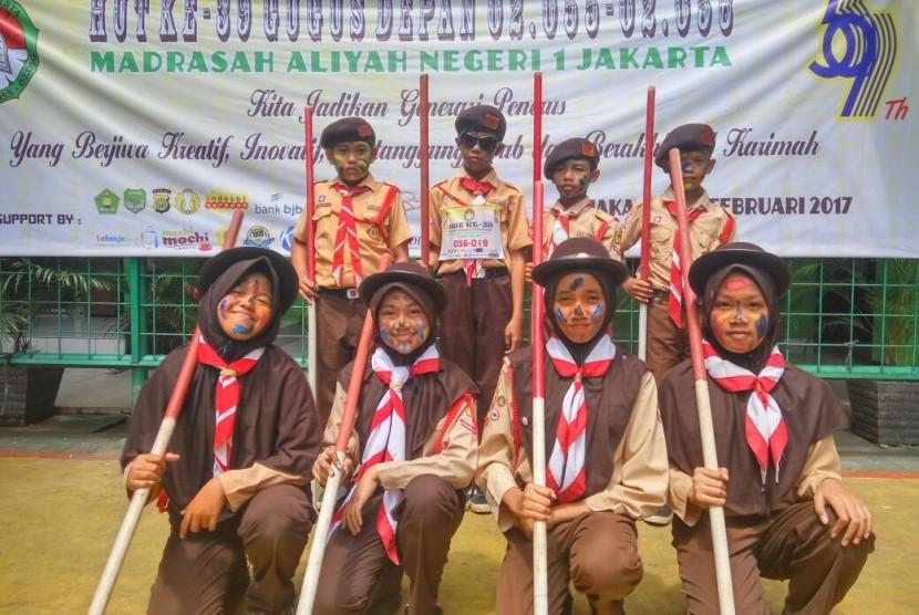 Regu pramuka SDT Bina Ilmu Parung berhasil meraih juara di ajang Wid Games yang diadakan MAN 1 Jakarta.