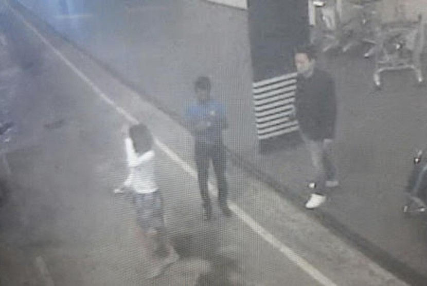 A clip of CCTV recording on Monday (Feb 13) showed a woman (left) standing at the KLIA, Malaysia. She was arrested in alleged murder of Kim Jong-nam.