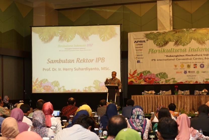 Rektor IPB Herry Suhardiyanto membuka  Seminar Florikultura Indonesia 2017 di Bogor, Jumat (28/7).