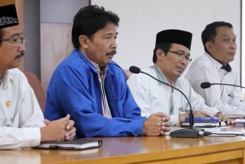 Rektor UIN Sunan Kalijaga (Suka), Prof KH Yudian Wahyudi PhD (kedua kiri)