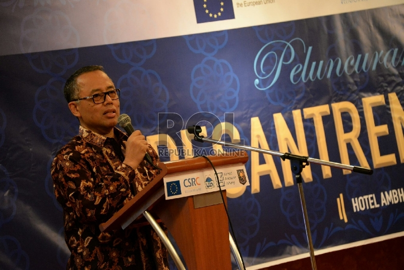Rektor UIN Syarief Hidayatullah Jakarta Dede Rosyada memberikan sambutan dalam acara peluncuran program dan website Pesantren Untuk Perdamaian di Jakarta, Selasa (30/6).