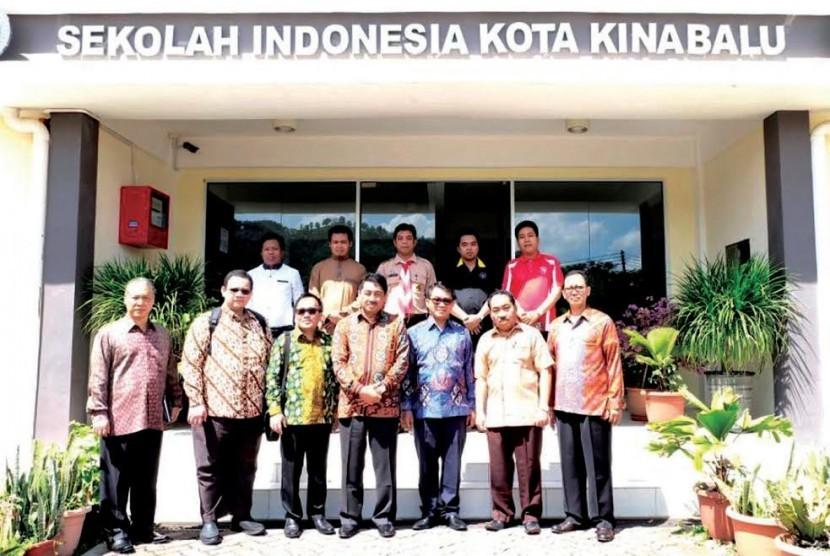 Rektor UMJ Syaiful Bakhri didampingi Wakil Rektor Bidang Akademik, A. Kahar Maranjaya dan Dekan FKK saat berkunjung ke Sabah pada 7-9 Desember 2016.