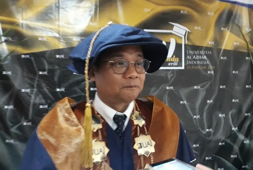 Rektor Universitas Al-Azhar Indonesia, Prof Dr Asep Saefuddin pada saat sebelum mewisuda 287 mahasisw UAI di BPPT Jakarta, Sabtu (10/2).