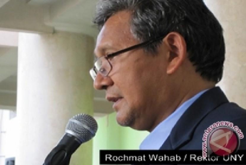 Rektor UNY Rochmat Wahab